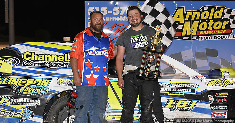 Chase Ellingson won the USRA Modified main event.